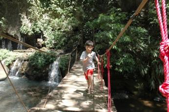 D running on bridge, Los Chorros