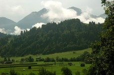 pastures and misty mountains, Srednja Vas