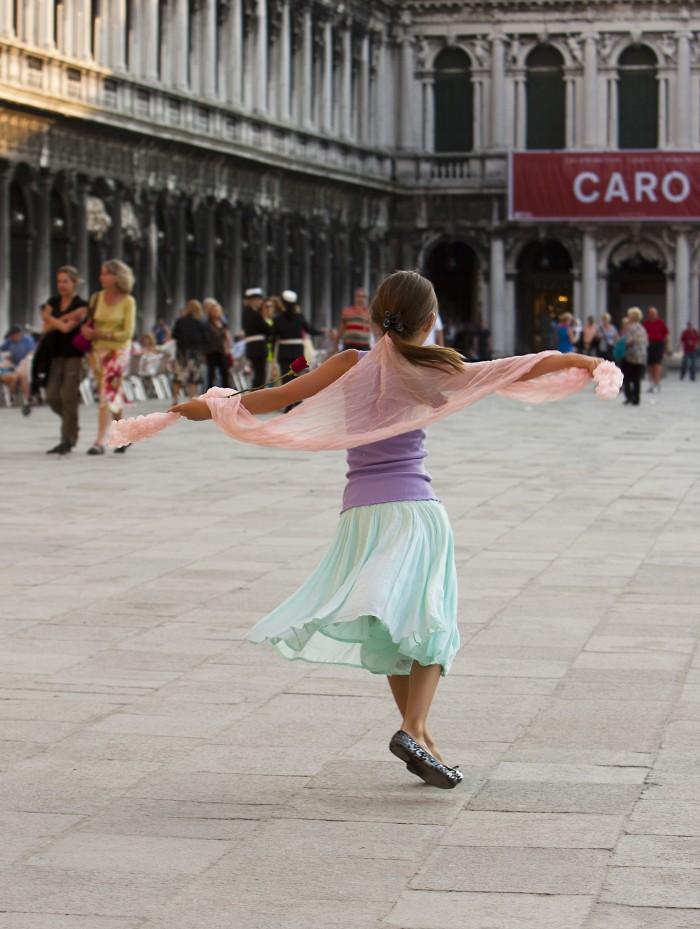 Girl dancing, Venice