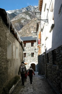 narrow street, benasque